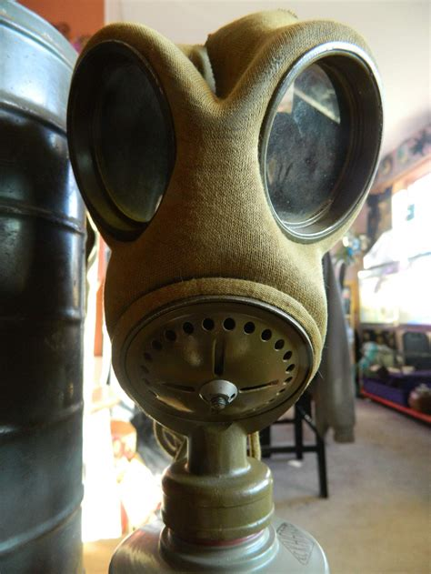 Can Anyone Identify This gas mask for me? Please