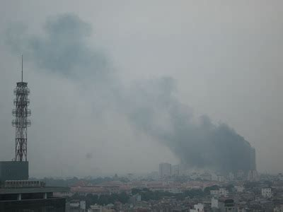 Fire in the twin towers of Hanoi - Vietnam